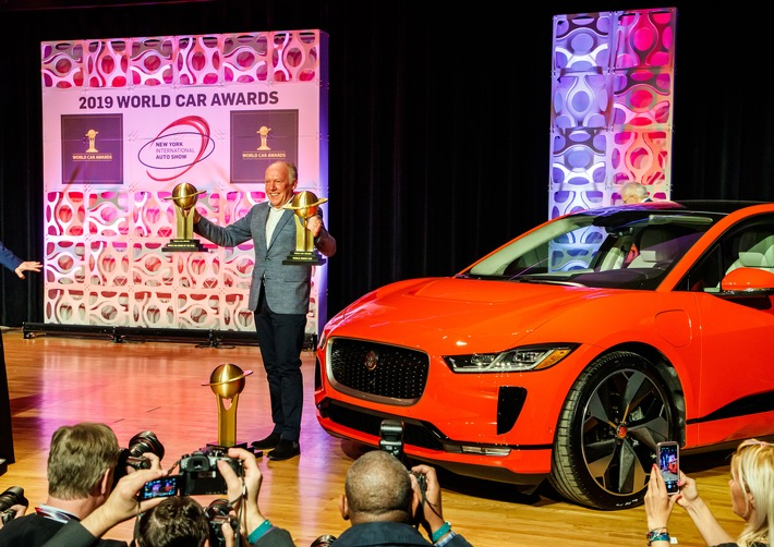 Jaguar schwimmt auf elektrischer Erfolgswelle