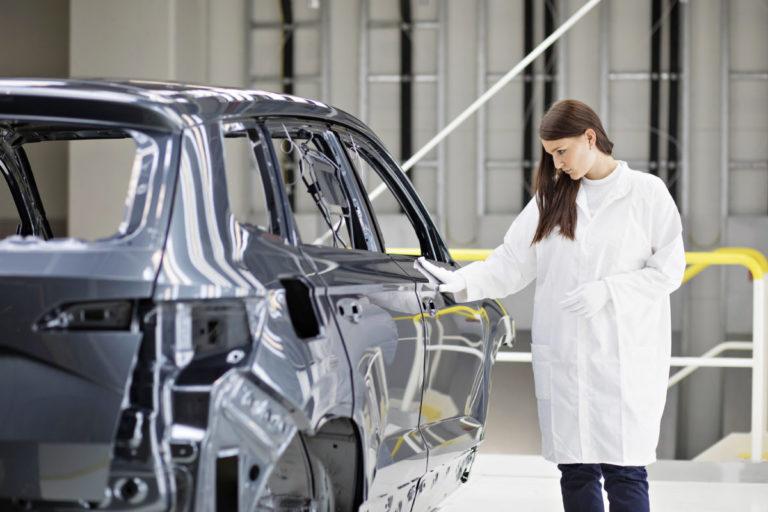 SKODA AUTO nimmt neue Lackiererei im Werk Mladá Boleslav in Betrieb
