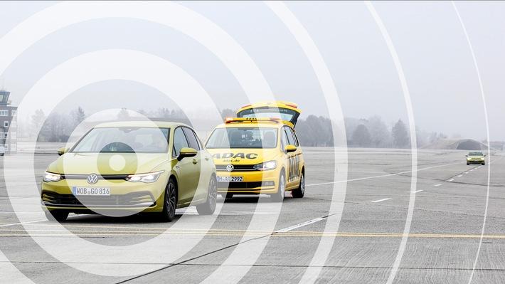 Meilenstein in der Unfall-Vermeidung / ADAC testet C2X Kommunikation mit pWLAN