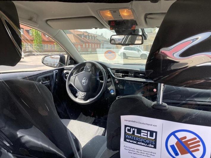 Sicher durch die Corona-Krise: Alle Uber-Partner installieren Sicherheitstrennwände