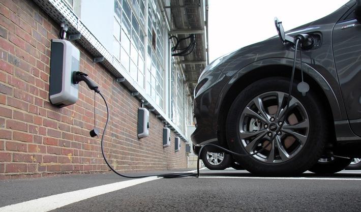 Ford baut 750 Ladestationen für Elektrofahrzeuge auf dem Kölner Werkgelände