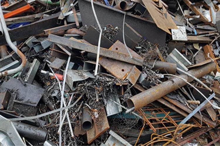 Die Schrottabholung Köln holt Altmetall und sonstigen Schrott