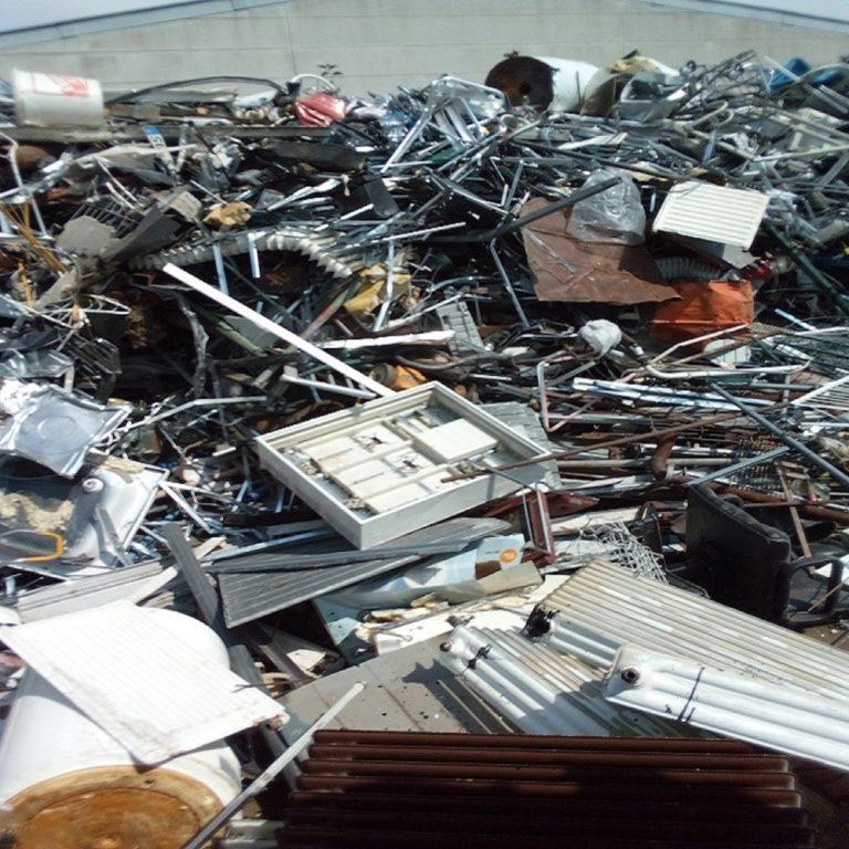 Schrottabholung Marl: Alte Badewannen, Fahrräder und PC`s verstopfen Ihren Dachboden? Ein Kurzer Anruf genügt …