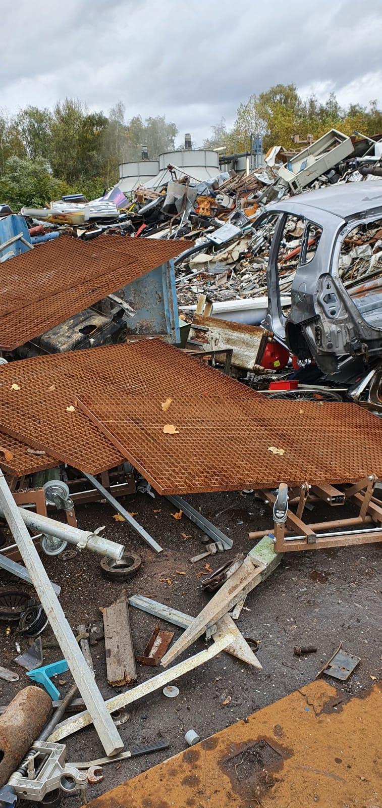 Schrottabholung in Minden: Rohstoff Metall wiederverwertbar entsorgen