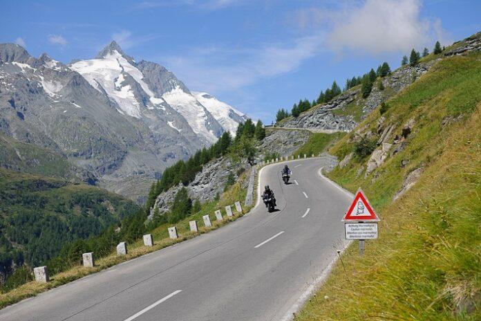 image 1 174 696x464 - Große Freiheit, große Fahrt, Großglockner - Motorräder zum Mieten beim ADAC