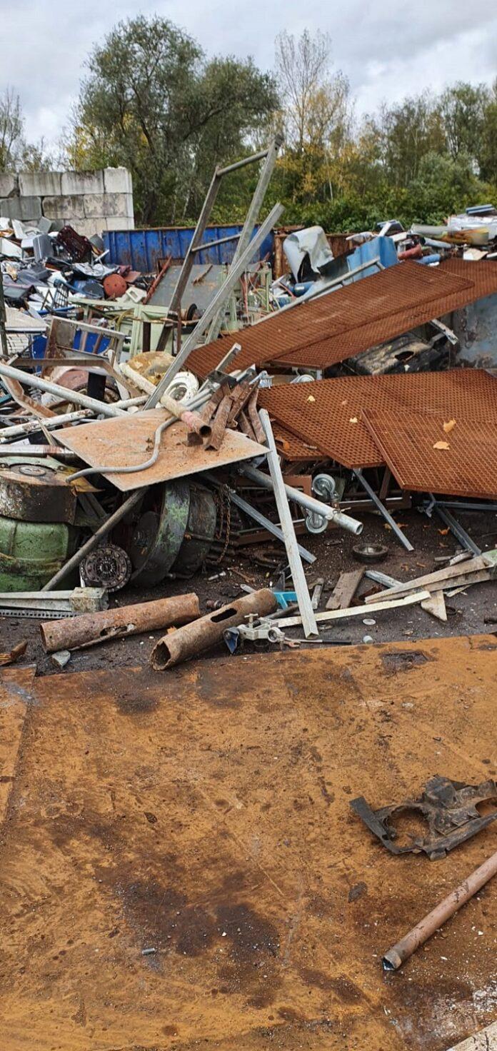 image 1 183 696x1472 - Schrottankauf Meschede wundert sich über alte Schätze in Firmenkellern, privaten Schuppen und Garagen