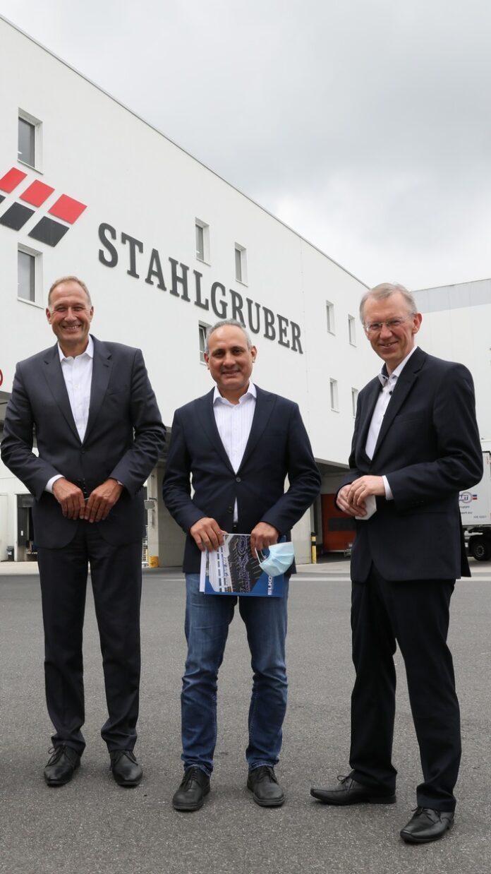 image 1 164 696x1238 - Mitglied des Europäischen Parlaments Ismail Ertug besucht das Logistikzentrum von LKQ Europe in Sulzbach-Rosenberg