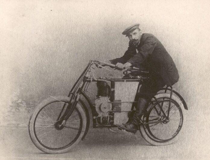 image 1 184 696x532 - 120 Jahre ŠKODA Motorsport: Startschuss auf der Strecke Paris – Berlin mit Motorrädern von Laurin & Klement