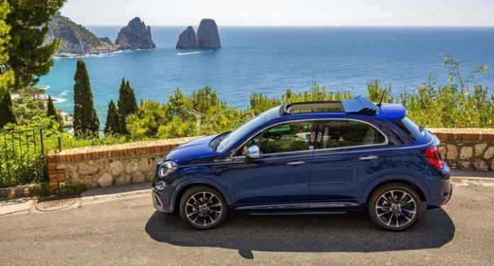 """image 1 3 696x375 - """"Welcome back Dolce Vita"""" - Fiat 500X YACHTING als Open Air Version mit Soft-Top Marktstart mit der exklusiven Sonderserie """"Yacht Club Capri"""" für 500X und 500C"""