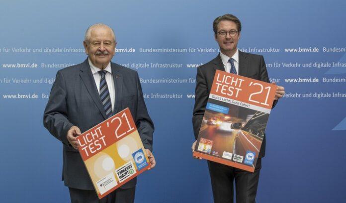 image 1 37 696x408 - Bundesverkehrsminister Scheuer stellt neue Licht-Test-Plakette für 2021 vor