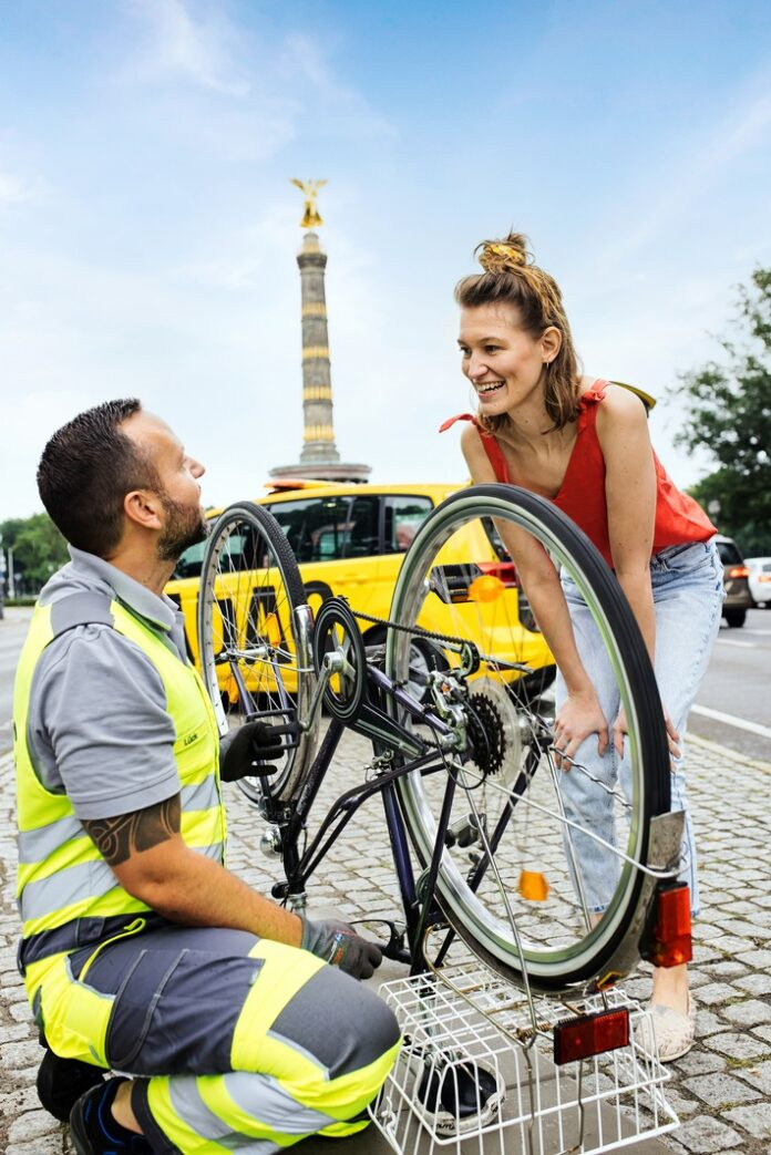 image 1 71 696x1043 - ADAC startet Pannenhilfe für Fahrräder / Gelbe Engel testen neuen Service ab sofort im Rahmen eines Pilotprojekts in Berlin und Brandenburg