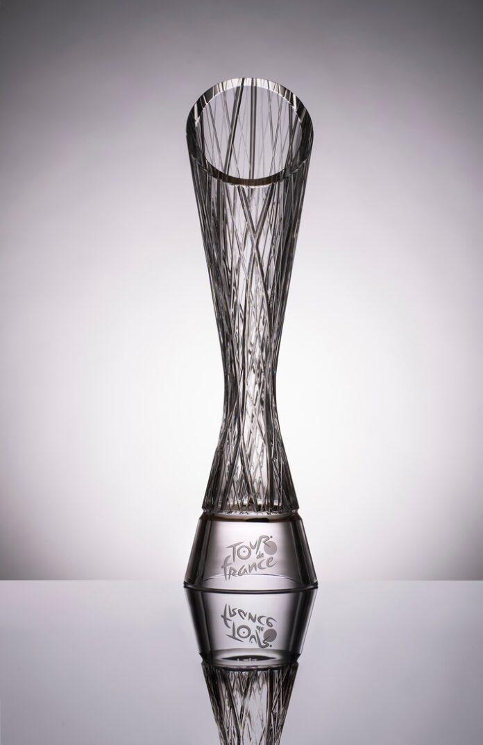 image 1 96 696x1074 - ŠKODA Design entwirft Trophäen für die Sieger der Tour de France 2021