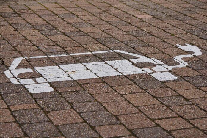 image  696x464 - E-Mobilität Radbruch, Westergellersen, Oldendorf - Elektro Burmester ist weit über die Stadtgrenzen hinaus gefragt