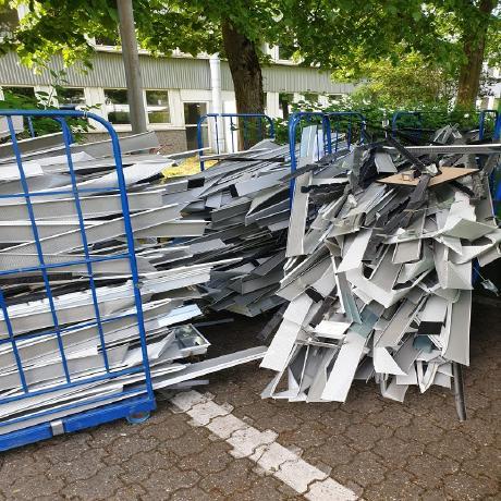 image 1 30 - In Mönchengladbach: Der mobile Schrotthändler holt Altmetallschrott beim Kunden ab